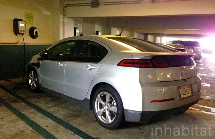 https://inhabitat.com/wp-content/blogs.dir/1/files/2012/12/2013-Chevy-Volt-Review_0003.jpg