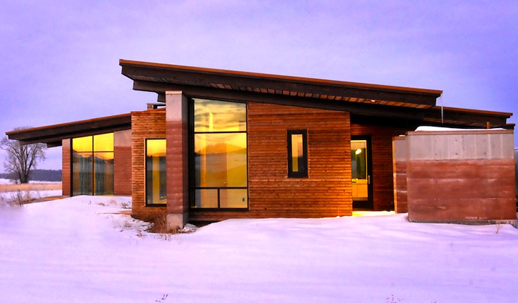 Striking Green-roofed Earthwall 2 Residence is an Energy Efficient Groundscraper in Idaho