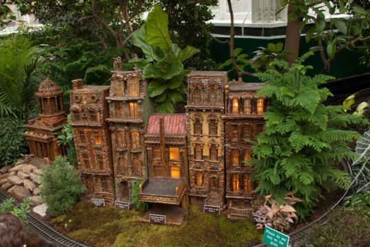 Photos Miniature Nyc Landmarks Made Of Plants Pop Up At The New York Botanical Garden 39 S Holiday