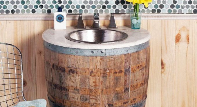 Wine barrels reclaimed as bathroom furnishing by artisan for Botte arredamento