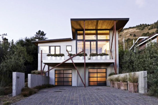 Stinson Beach House Design Combines Salvaged Wooden Roof and Solar ...