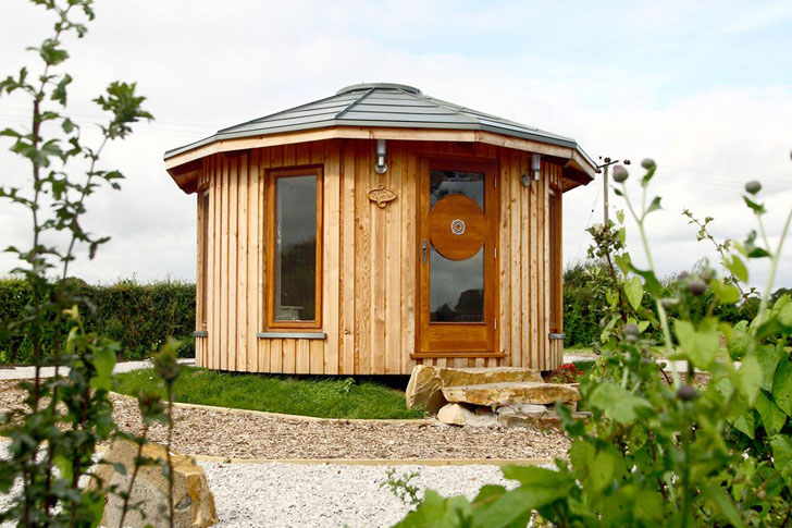 Tiny eco friendly roundhouses by rotunda for Small sustainable homes