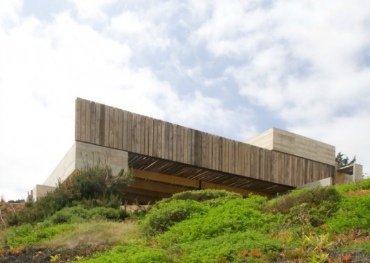 Pablo Montecinos and Pedro Gubbins, casa mava, sustainable design, green architecture, eco architecture, gubbins arquitectos,