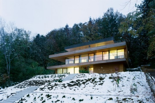 Km architektur 39 s geothermal heilbronn house is a timber for Geothermal house plans