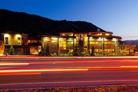 natural materials, green design, sustainable design, eco-design, Jackson, Plan One Architects, Rocky Mountain National Banks, energy efficiency, daylighting, insulation, passive solar, daylighting, indigenous landscape, usa, wyoming, green bank