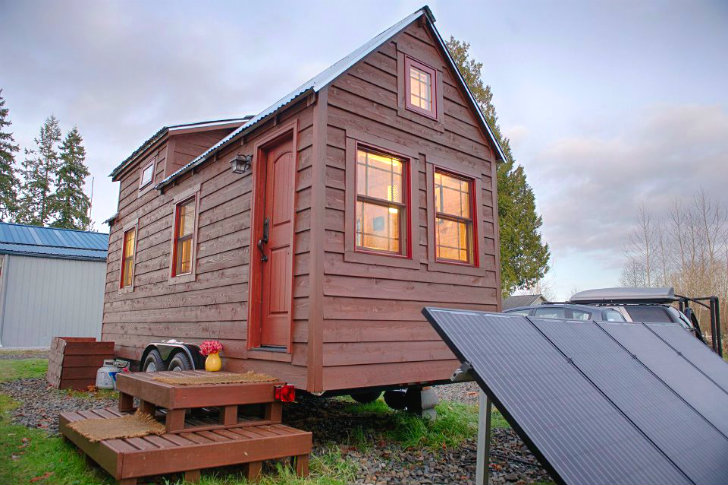 Chris malissa tack 39 s tiny tack house lives large in for Small house builders washington state