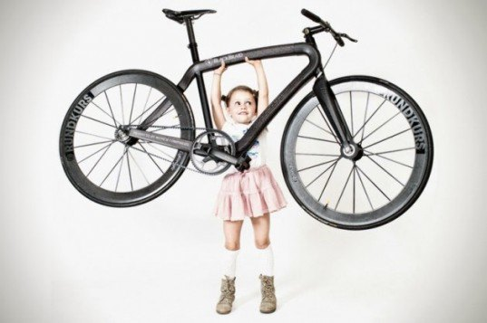 lightest bicycle on the market, pg bikes, munich composites, bike that only weights 11lbs, braided carbon technology, bike frame that is as strong as metal but weighs in less than aluminum, fixed gear blackbraid, 14-speed blackboard, blackbraid bicycle