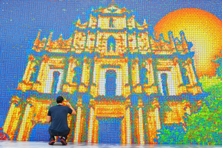 World\'s Largest Rubik\'s Cube Mosaic Made of 85,794 Cubes Wins ...