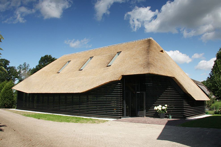 Arend Groenewegen Turns Thatched Flemish Barn Into A Gorgeous Eco