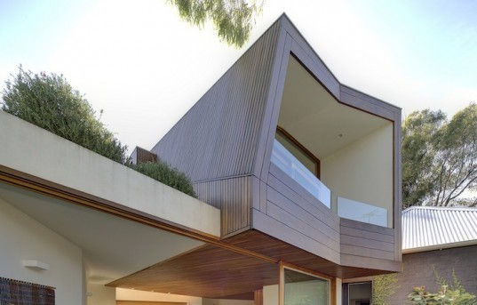 Sydney Harbor, Balmain House, daylighting, energy efficiency, green design, sustainable design, eco-design, Fox Johnston, hydronic heating, natural materials, urban design, urban cottage, eco-design, Anzac Bridge, Australia