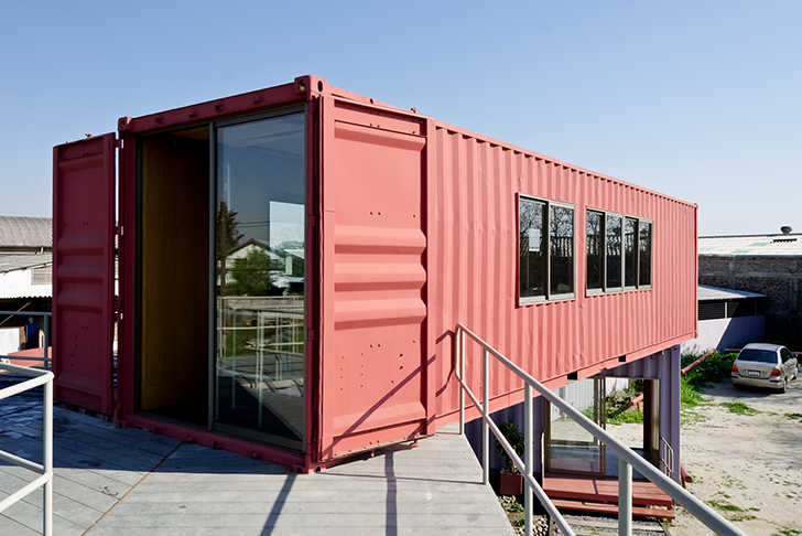 DX Arquitectos recycled shipping containers offices in Chile