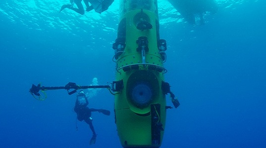 James Cameron submarine, Deepsea Challenger submarine, Woods Hole Oceanographic Institution (WHOI), high-tech submersible, ocean exploration, Mariana Trench, autonomous underwater vehicles, remotely operated vehicles, ocean research