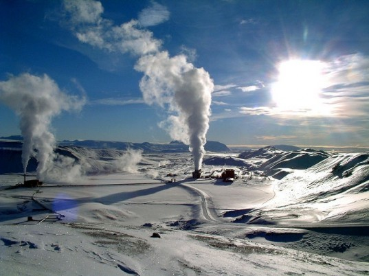 http://commons.wikimedia.org/wiki/File:Krafla_geothermal_power_station_wiki.jpg