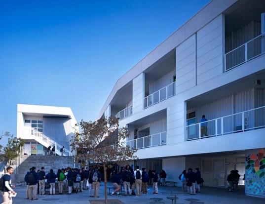 Green Dot Animo High School, Brooks+Scarpa Architects, LA public school design, green school design, passive sustainability, LA eco-friendly high school, solar power, solar panels, solar facade, carbon emissions, clean energy, educational architecture