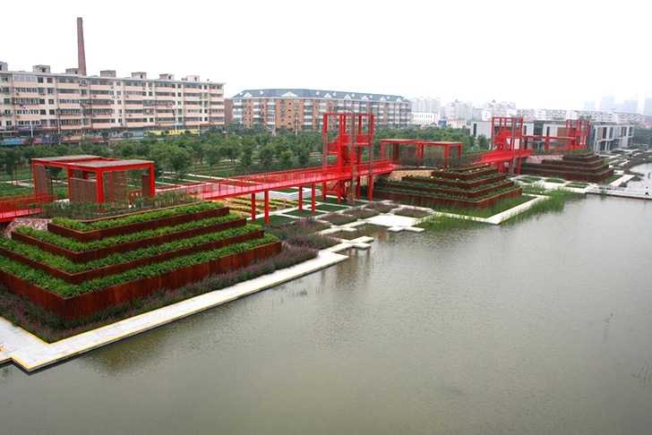 Chinese gardens bridge - Turenscape Architects Turns A 54 Acre Garbage Dump Into A