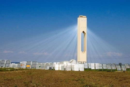 Solar Tower, solar power tower, concentrating solar power, Abengoa, BrightSource Energy