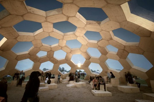 Roskilde geodesic dome, plywood dome Roskilde, Kristoffer Tejlgaard, Benny Jepsen, Roskilde music festival, plywood architecture, biomimicry, CNC machine, digital fabrication, reduced energy consumption, Ultragrøn, music festivals Denmark