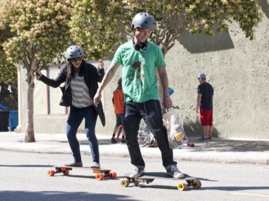 boosted boards, boosted boards electric skateboard, electric skateboard, electric vehicle, skateboard, green transportation, electric motor, lithium-ion battery, green skateboard