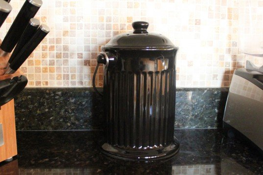 countertop compost pail, product review, naturemill, norpro, composting, gradening, kitchen, eco friendly, sustainable