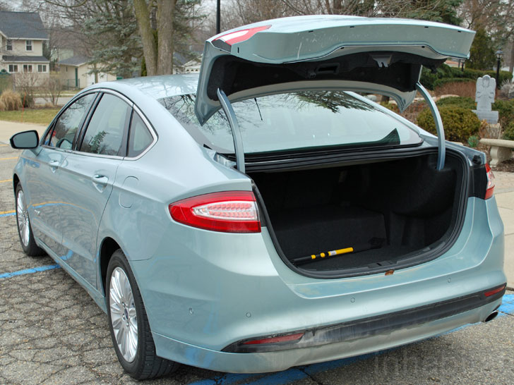 Test Drive The Ford Fusion Hybrid Joins 40 Mpg Club