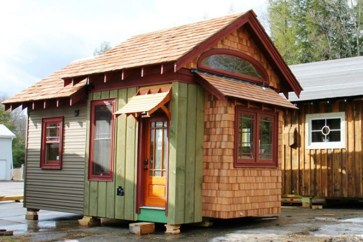 Stay in a tiny hobbitat house at the blue moon rising eco - The moon dragon the eco tiny house ...