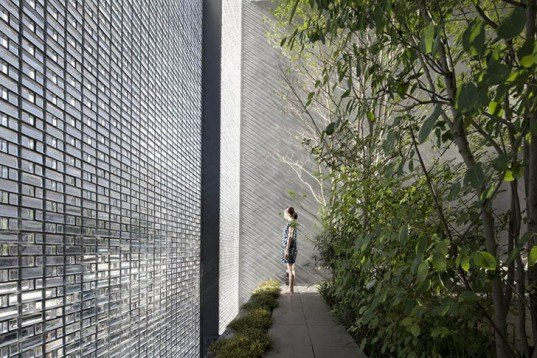 Hiroshi Nakamura & NAP Co. Ltd, Optical Glass House, glazed façade, glass, glass bricks, Japan, Hiroshima, Architecture, Botanical, energy efficiency, Daylighting,