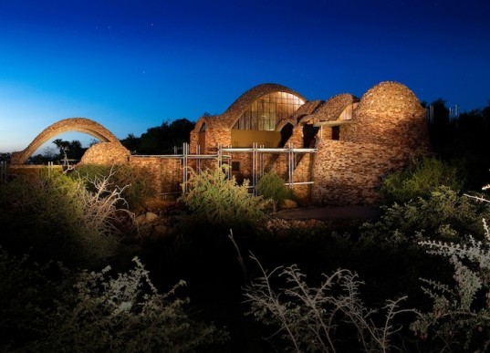 Mapungubwe Interpretation Center, South Africa, Aga Khan Architecture Award, 2013, Limpopo Province, earth construction, design, green design, sustainable design, eco-design, visitor center, Peter Rich Architects, vaults, vaulted construction, barrel vault, freeform vault, local labor, UNESCO World Heritage Site
