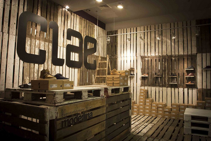 Pop-Up Shoe Shop in Poland Made Entirely from Reused Wooden Pallets