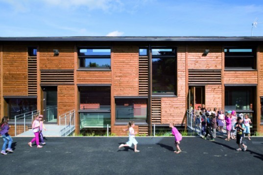 School in Montrottier, Teknê Architects, primary school, eco school, green school, france,