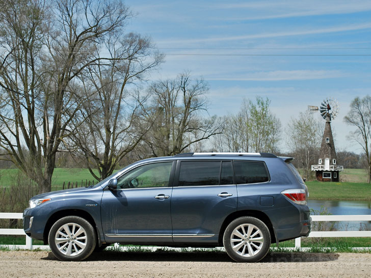 TEST DRIVE: 30 40 Mpg In The Toyota Highlander Hybrid SUV
