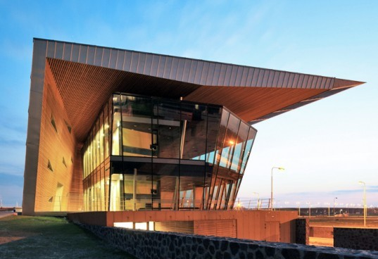 DP6's, Spiky, Cool Control Building Volkerak Locks, recycled materials, green roof, energy efficient, heat pump, the Netherlands, Dutch design, architecture, water
