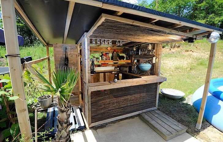HOW TO: Build Your Own Beach Bar from Discarded Shipping Pallets ...