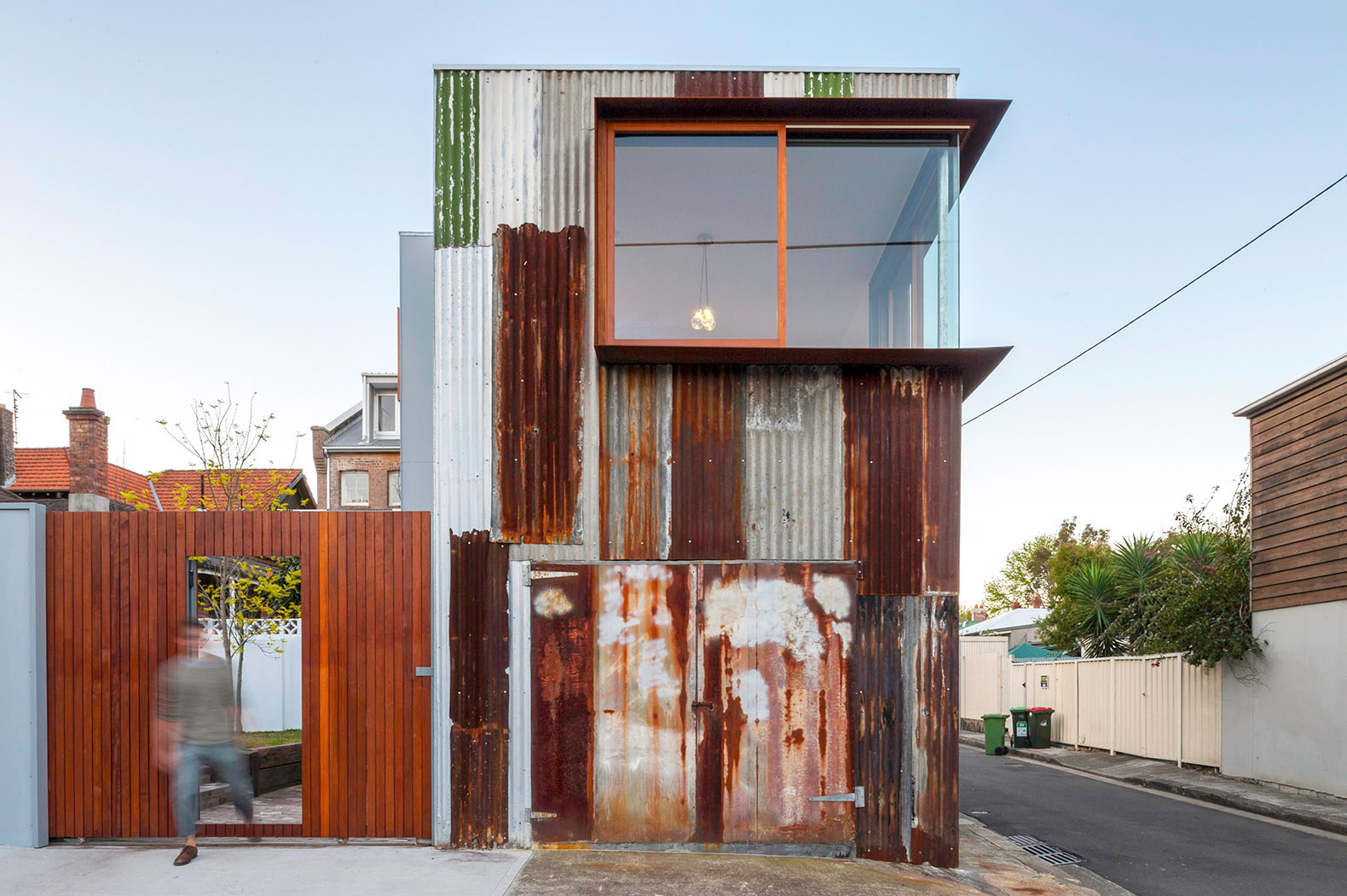 Rusty tin shed transformed into beautiful two-story studio in Sydney