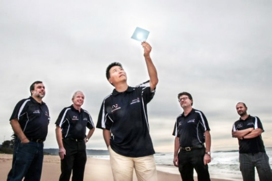 University of Wollongong, seawater, hydrogen fuel, hydrogen fuel cell, clean energy, australia, catalyst, light assisted catalyst