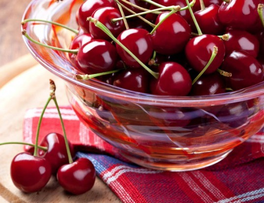 cherries, storing cherries, keep your fruits and veggies fresh longer, how to keep vegetables fresh, how to keep fruit fresh, how to store vegetables, how to store fruit, how to store fruits and vegetables, keeping fruit fresh longer, storing produce, storing vegetables, sustainable food, cut food waste
