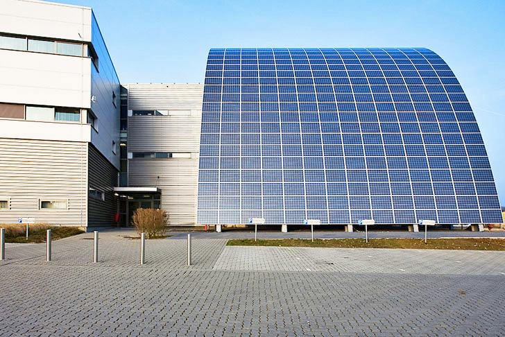 Photovoltech S Quot Energy Arch Quot In Belgium Produces A