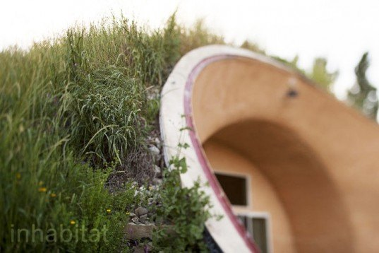 Eatwell Farm, Formworks Building, earth-sheltered house, earth-bermed house, green roof