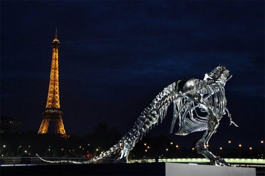 Tyrannosaurus Rex, Philippe Pasqua, Anthony Gelot, Seine River, sculpture, Paris, Eiffel Tower