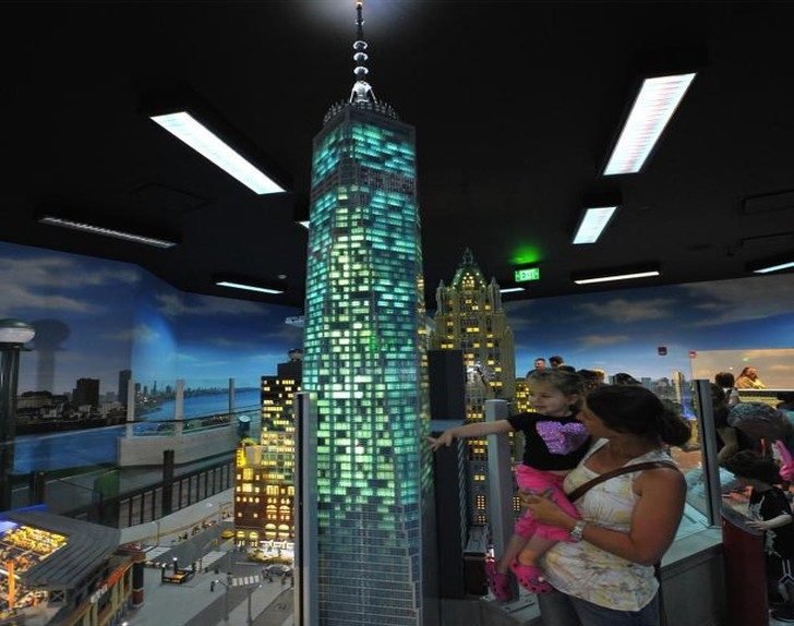 Awesome 12-Foot-Tall LEGO Replica of One World Trade Center Unveiled ...