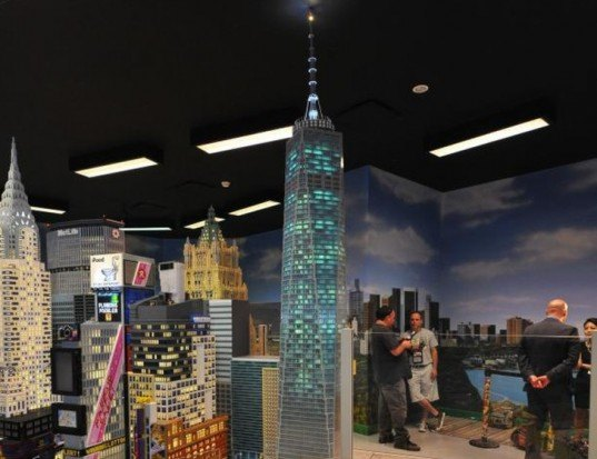 Shimmering 12-Foot-Tall LEGO Replica of One World Trade Center ...