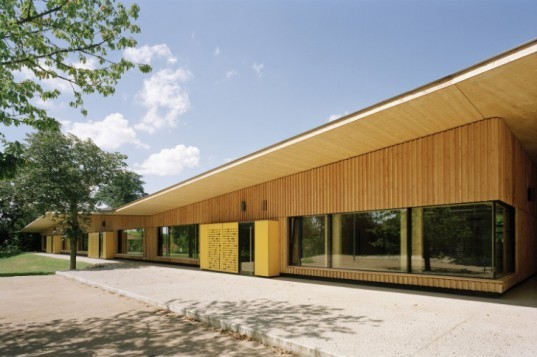 Paul Chevallier School, Tectoniques Architects, green roof, green-roofed school, eco school, france
