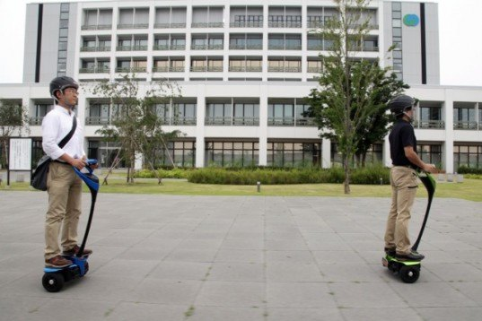 Toyota, Toyota Winglet, green transportation, segway, robot, National Institute of Advanced Industrial Science and Technology, Tsukuba, Winglet, Toyota Robot