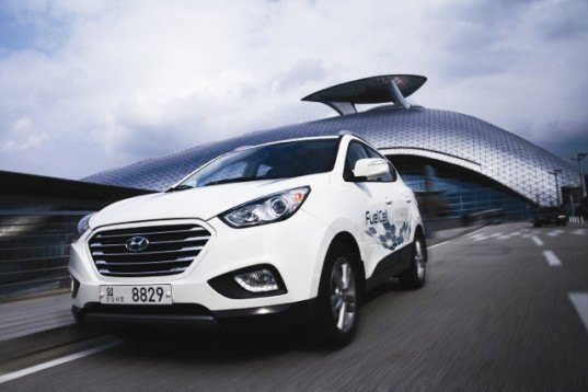 Hyundai ix35: World's First Production Fuel Cell Car Arrives in the UK