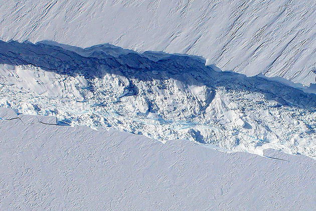 Iceberg Eight Times the Size of Manhattan Breaks Off From Antarctica