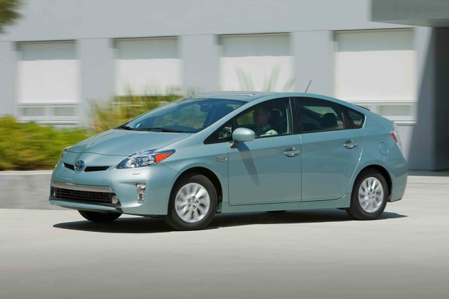 next generation 2015 toyota prius will feature wireless charging capability. Black Bedroom Furniture Sets. Home Design Ideas
