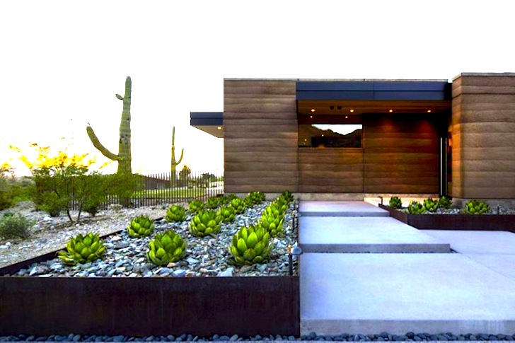 Rammed earth quartz mountain residence captures beauty of for Modern homes arizona