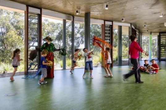Solar-Powered King's Park Education Center Boasts a Massive Green Roof