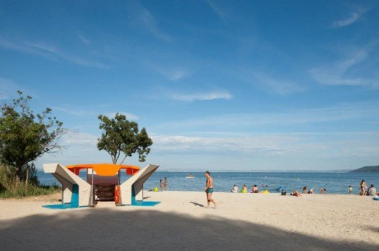 green design, eco design, sustainable design, Matali Crasset, pop up library, Romaniquette beach, Istres France, Istres library, Biblioteque de Plage, beach library
