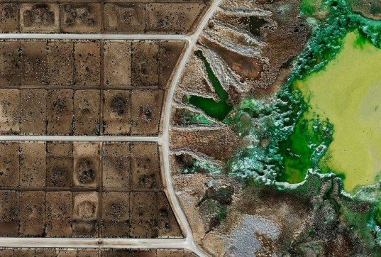 Mishak Henner, feedlots, factory farming, commercial agriculture, beef industry, cows, aerial photography, photography, open source, toxic waste, agricultural runoff