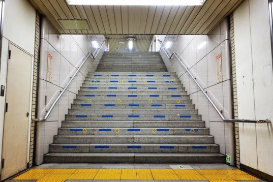 power range, tokyo, subway station, commuters, elevators, help